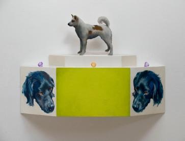 Koirat ja helmet: Öljyväri pleksilaatikolla, lasihelmet/ Hundar och pärlor: Oljefärg på plexilåda, glaspärlor