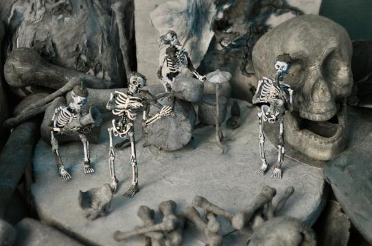 Omnia de vita, 2012, veistoksen yksityiskohta: Paperi ja muovi/ detalj av skulpturen: papper och plast
