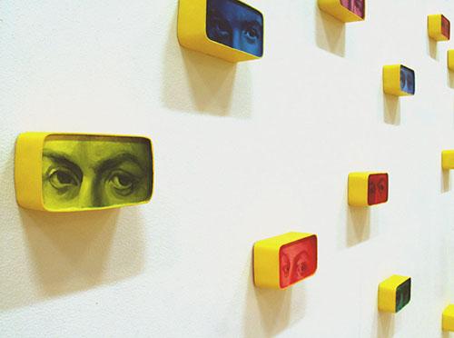 Eri väri silmät: Öljyvärimaalaus pleksilaatikoilla/ Olika färgs ögon: Oljemålnig på plexilådor