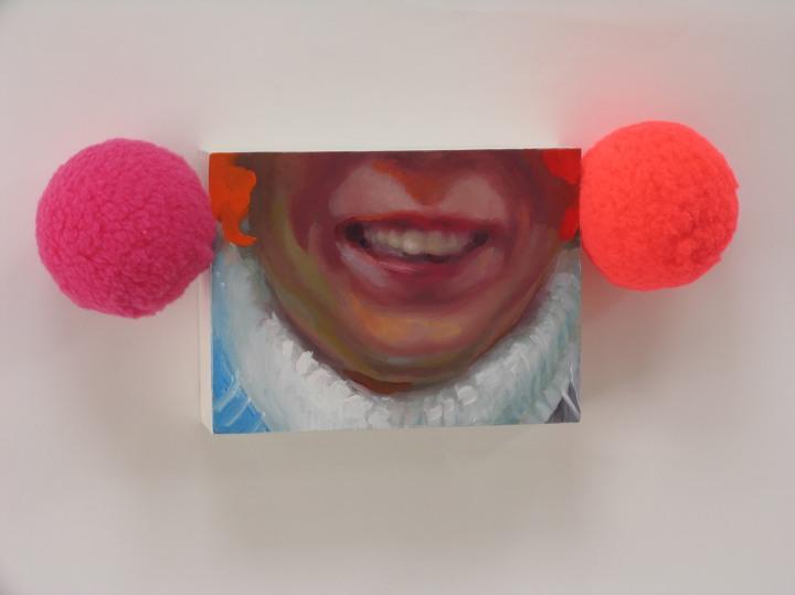 Historiallinen nauru: Öljyvärimaalaus, pleksilaatikolla, tekstiili/ Historiskt skratt: Oljemålning på plexilåda, textil/ 37 x 15 x 8cm